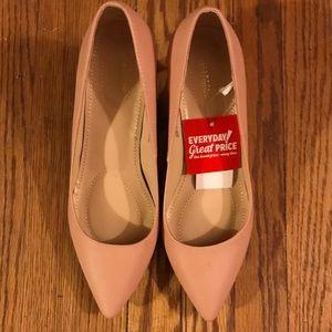🆕 Blush kitten heels 👠